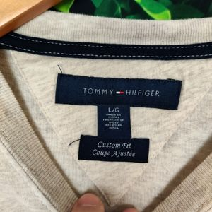 Tommy Hilfiger Shirts & Tops - Tommy Hilfiger Graphic T-Shirt